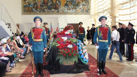 В Саратовской области похоронили второго погибшего в Грозном полицейского