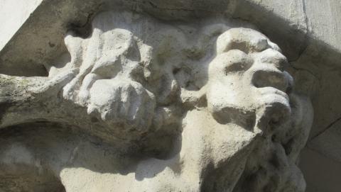 Владелец дома с кариатидами в Саратове просит денег на консервацию памятника