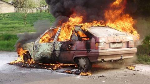 За сутки в области сгорели две легковушки