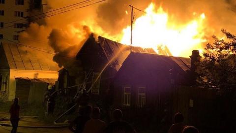 В Саратове около горпарка горят частные дома