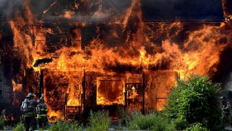 В Лебедево сгорело 1500 кв. метров надворных построек