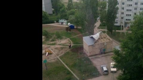 В Балакове ветер сорвал крышу с подстанции