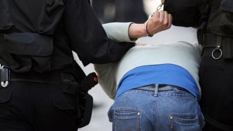 Бойцы Росгвардии задержали двух энгельсских наркоманов
