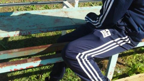 Спасатели вытащили застрявшего в скамейке подростка