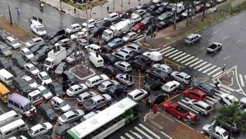 В центре Саратове вводятся ограничения движения и стоянок транспорта