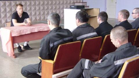 Саратовские заключенные встретились с известным футболистом