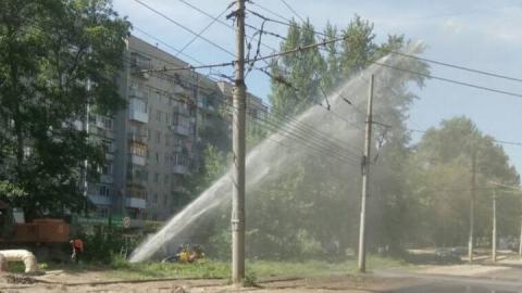 В Саратове на улице Огородной забил фонтан