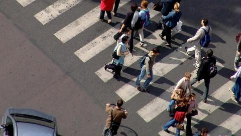 Вчера в Саратове автолюбители сбили двух пешеходов