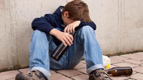 12-летний мальчик госпитализирован в алкогольном опьянении
