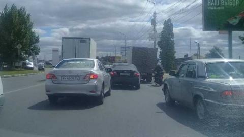 В Саратове встало движение от аэропорта в сторону Юбилейного