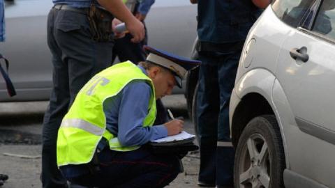 """Водитель """"семерки"""" сбил двух пешеходов, протаранил две машины и скрылся"""