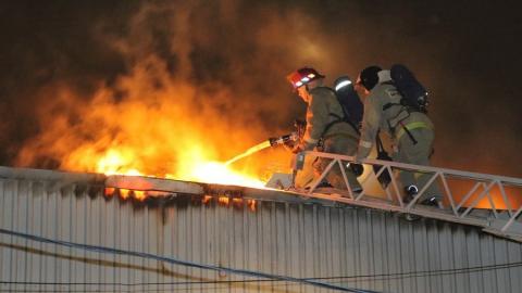 В Заводском районе произошел крупный пожар на складе