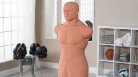 Саратовец оставил и без денег, и без манекена для бокса жителя Хакасии