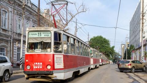 На Танкистов внедорожник врезался в трамвай
