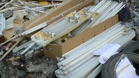 В Саратове ликвидирована несанкционированная свалка с лампочками