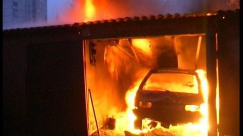 В Аткарске сгорел гараж с автомобилем