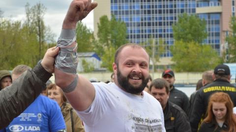 Саратовец в третий раз выиграл российское «золото» в «стронгмене»