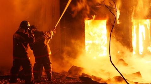 Ночью в Ершовском районе сгорел склад площадью 1024 кв. метров