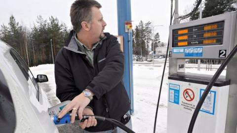 """ОНФ открывает """"горячую линию"""" по завышению цен на топливо"""