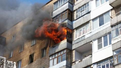 На Перспективной на седьмом этаже горели вещи на двух балконах