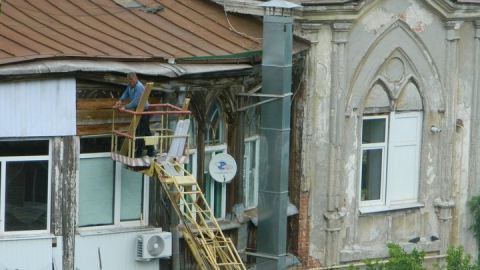 В Саратове жильцы уничтожают усадьбу губернатора