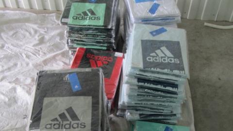 Таможенники изъяли контрафактную одежду из Китая