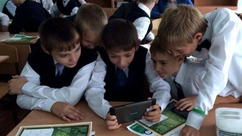 Администрация Саратова подготовит рекомендации по ограничению пользования смартфонами в школах