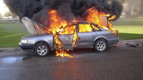 За сутки в области сгорели три легковушки