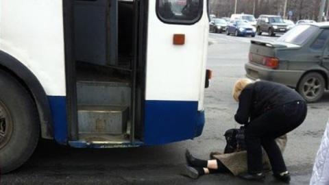 Выпавшая из автобуса женщина скончалась в больнице
