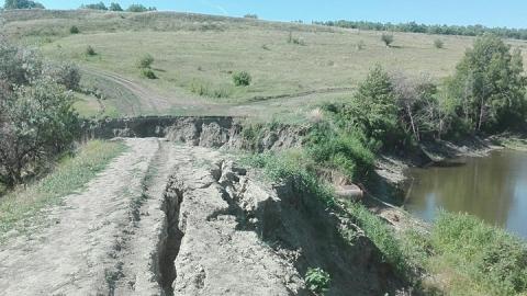 В селе Синенькие под Саратовом смыло единственную дорогу
