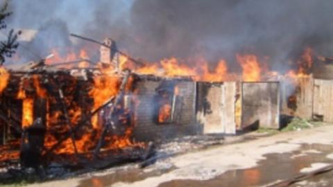 Пожар в Заводском районе: Горели надворные постройки на площади 100 кв. метров