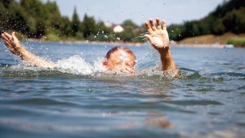 Спасатели на Хопре спасли тонущую девочку
