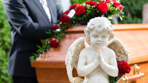 Ритуальные агентства заработали на похоронах саратовцев свыше полумиллиарда рублей