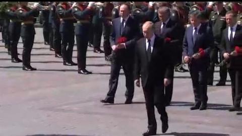 Первые лица государства возложили цветы к Могиле Неизвестного солдата