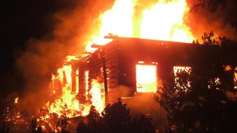 В Балтае сгорел частный дом с надворными постройками