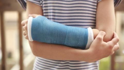 В гипермаркете разорвавшаяся бутылка травмировала руку ребенку