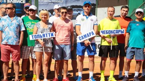 В Саратове состязались 90 любителей тенниса