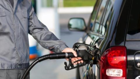 Объявлено о дате снижения цен на бензин