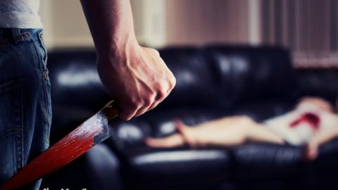 Мужчина изрезал ножом лицо и грудь сожительницы