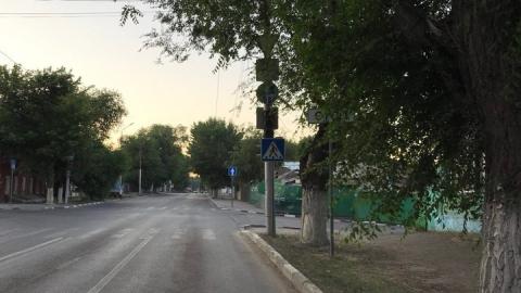 """Саратовцы жалуются на """"спрятавшиеся"""" в листве дорожные знаки на Большой Горной"""