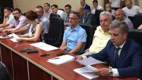 Леонид Писной – дольщикам: «Никто не учит хирурга оперировать, лёжа на столе»