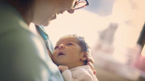 1,7 тысячи саратовских семей получают выплаты на первенца