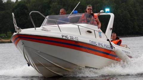 Спасатели оказали помощь заплывшей в Хвалынское море компании