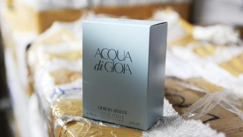 Таможенники изъяли крупную партию контрафактной парфюмерии