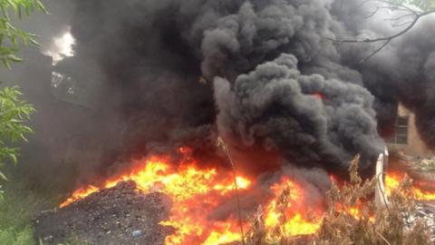 Пожар в Заводском районе: Горел мусор на площади 300 квадратных метров