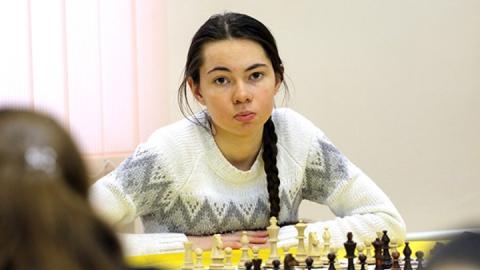 Саратовская шахматистка не уступила лидеру Высшей лиги