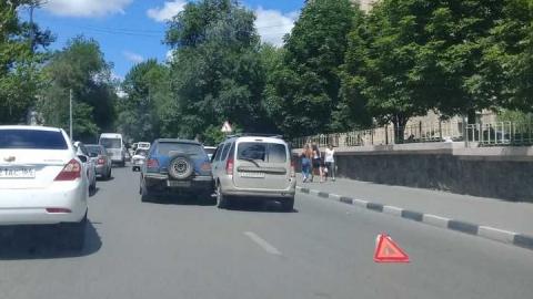 Напротив Перинатального центра произошла авария