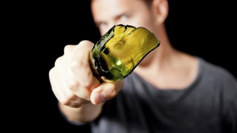 Саратовец заоскорбление любовницы избил досмерти бутылкой знакомого