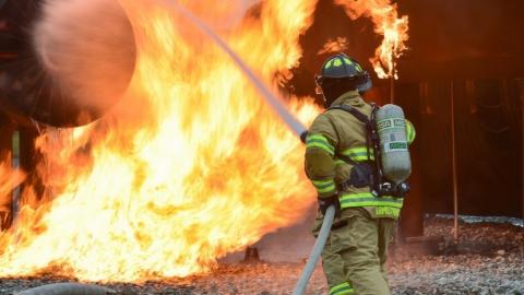 Ночью в Заводском районе горел цокольный этаж многоквартирного дома