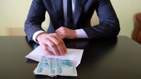 В Саратове руководитель фирмы дал взятку ревизору